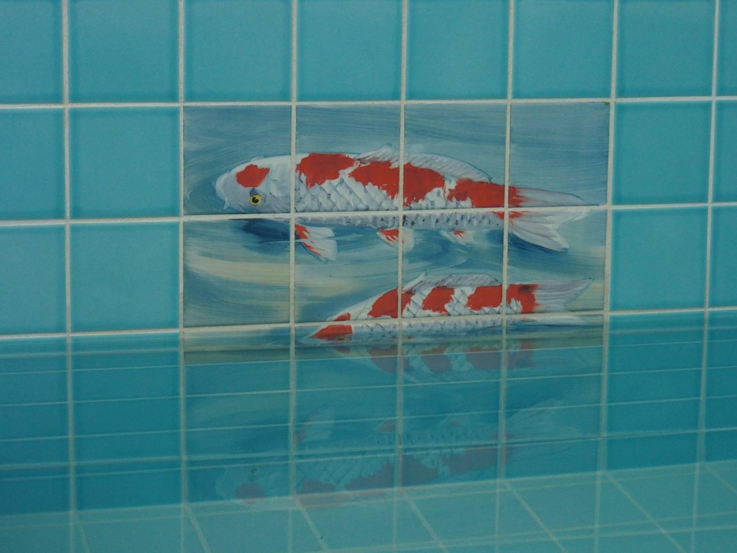 湯船には鯉のタイル